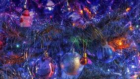 Árvore, decoração e luzes de Natal na noite Fotos de Stock