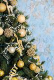 Árvore decorada, fundo do ano novo do Natal fotografia de stock royalty free