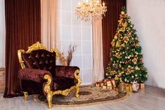 Árvore decorada, fundo do ano novo do Natal Fotos de Stock Royalty Free