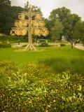 Árvore decorativa de madeira no parque em Riga Letónia Fotografia de Stock Royalty Free