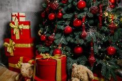 Árvore do ano novo com brinquedos Foto de Stock Royalty Free