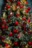 Árvore do ano novo com brinquedos Fotografia de Stock Royalty Free