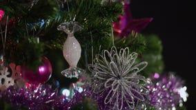 Árvore do ano novo das decorações video estoque