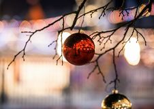 Árvore do ano novo no quadrado vermelho em Moscou Decoração festiva na cidade fotos de stock