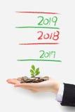 A árvore do dinheiro cresce acima Fotos de Stock Royalty Free