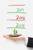 A árvore do dinheiro cresce acima no ano novo Fotografia de Stock Royalty Free