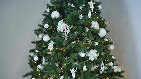 Árvore do White Christmas no restaurante video estoque