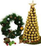 Árvore dos hristmas do ¡ de Ð de chocolates dourados no fundo branco Fotos de Stock Royalty Free