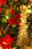 Árvore dourada das luzes do Natal mágico Imagens de Stock