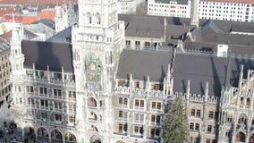 Árvore e Natal do Xmas justos em Munich Marienplatz em dezembro vídeos de arquivo