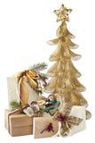 Árvore e presentes dourados de Natal Imagens de Stock Royalty Free