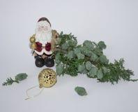Árvore sempre-verde do Natal em um fundo branco com uma vela Árvore de Natal com uma vela Ano novo 2018 Imagens de Stock