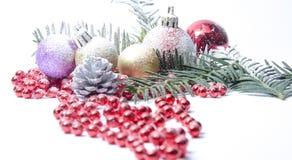 Árvore spruce sempre-verde do Natal, bola de vidro e neve Foto de Stock Royalty Free