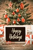 Árvore vertical, presentes do Natal, caligrafia boas festas, flocos de neve foto de stock royalty free