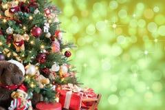 árvore X-mas com fundo borrado Imagens de Stock Royalty Free