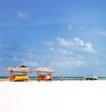 Árvores de coco e sofás da praia Imagens de Stock Royalty Free