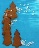 Árvores dos chistmas das cookies do pão-de-espécie com copyspace Fotografia de Stock Royalty Free