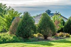 Árvores e uma casa Fotos de Stock Royalty Free