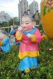 ÁSIA, CHINA, as bonecas bonitas da porcelana em povos de Shenzhen esquadra Imagens de Stock Royalty Free