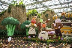 Ásia China, Pequim, carnaval agrícola, salão de exposição interno, vegetal de ŒCartoon do ¼ do sceneï fotos de stock royalty free