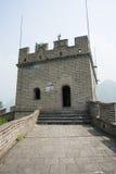 Ásia China, Pequim, construções históricas, o Grande Muralha Juyongguan, torre do relógio, torre da baliza Fotografia de Stock