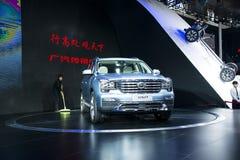 Ásia China, Pequim, exposição do automóvel do international 2016, salão de exposição interno, em grande SUV, trumpchi GS8 Foto de Stock