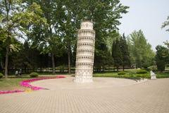 Ásia China, Pequim, o parque do mundo, torre inclinada de Œthe do ¼ diminuto do landscapeï de Pisa; Fotos de Stock Royalty Free