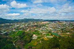 Ásia, Vietname A cidade de Dalat, a vista do voo do pássaro Fotos de Stock Royalty Free