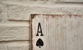 Áss de madeira dos cartões de jogo para a decoração Fotografia de Stock Royalty Free