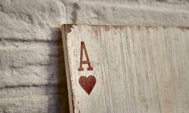 Áss de madeira dos cartões de jogo para a decoração Fotos de Stock