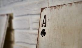 Áss de madeira dos cartões de jogo para a decoração Foto de Stock
