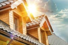 Ático Windows del tejado de la casa foto de archivo libre de regalías