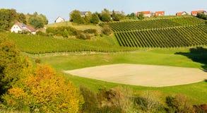 Áustria A região do sul de Áustria com plantações da uva nos montes outono Tempo do vintage fotos de stock royalty free
