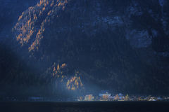 Áustria: Vila na luz solar fotografia de stock royalty free