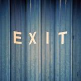 """""""Exit"""" in den weißen Buchstaben Lizenzfreie Stockfotos"""