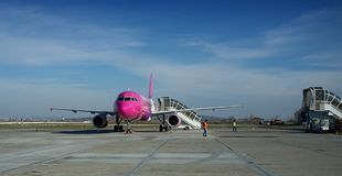 €ƒ do aeroporto de Târgu MureÈ™ Transilvania Imagem de Stock