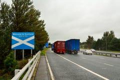 † powitanie Scotland† drogowy znak na granicie między Englan Fotografia Royalty Free