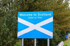 † powitanie Scotland† drogowy znak na granicie między Englan Fotografia Stock