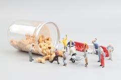……Tiny stuk speelgoed mijnbouwnoten met fles royalty-vrije stock foto