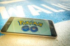 € «12,2016 -го БАНГКОКА, ТАИЛАНДА август: Pokemon идет передвижная игра app Стоковые Фото