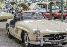 € «8-ое августа МЮЛУЗА: Винтажный дисплей автомобиля на Cité de l'Automobile: Мотор-шоу 8-ого августа 2015 в Мюлузе Стоковое Изображение
