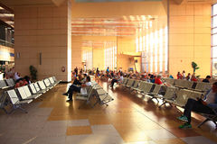 € «12-ое июня Sharm El Sheikh, ЕГИПТА: зал ожидания на авиапорте 12-ого июня 2015 Стоковые Фотографии RF