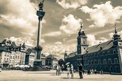 € «14-ое июля 2017 Варшавы, Польши: Plac Zamkowy - квадрат замка в Варшаве в старом городке с королевским дворцом Стоковое фото RF