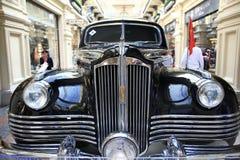 € «12-ое сентября Москвы, РОССИИ: Выставка редких винтажных автомобилей в КАМЕДИ 4-ого сентября 2014 Стоковые Фотографии RF