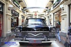 € «12-ое сентября Москвы, РОССИИ: Выставка редких винтажных автомобилей в КАМЕДИ 4-ого сентября 2014 Стоковое фото RF