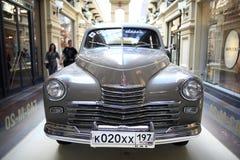€ «12-ое сентября Москвы, РОССИИ: Выставка редких винтажных автомобилей в КАМЕДИ 4-ого сентября 2014 Стоковые Изображения