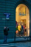€ «27-ое февраля 2014 Флоренса, Италии, один человек принимает ne изображений Стоковое Изображение RF
