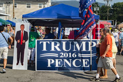 "€ ""Olds Salem Days de Donald Trump Booth Imagens de Stock"