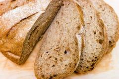 †‹â€ ‹roggebrood op een houten raad Stock Fotografie