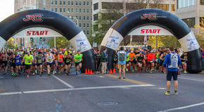 "€ azul ""Roanoke de Ridge Marathon, Virgínia, EUA Imagens de Stock Royalty Free"